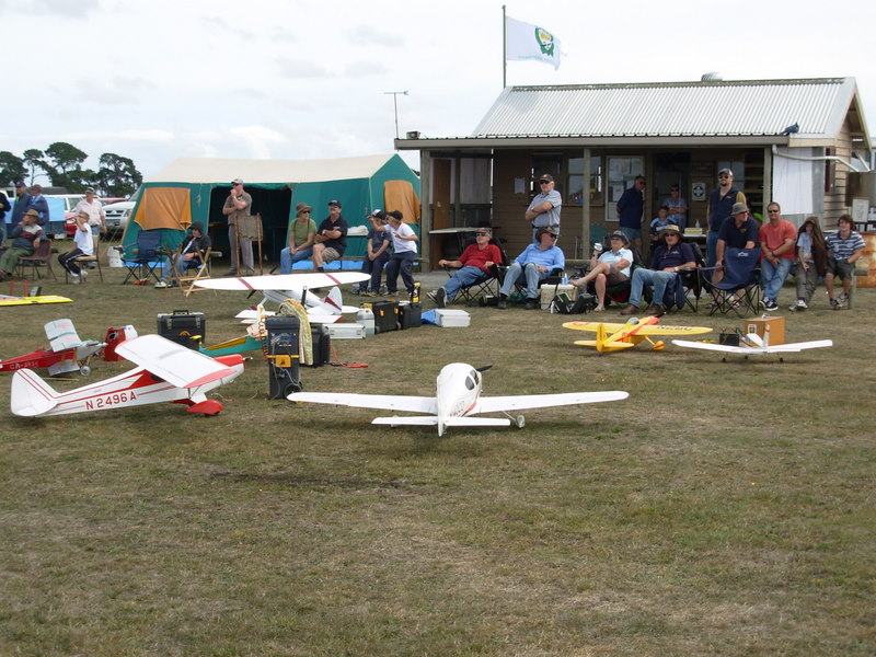 BRMFC members and their models at Warrnambool club field in March 2007